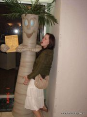 girl_humping_palm_tree