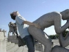 statue-humping-75